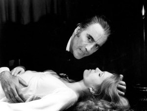 Christopher-Lee-as-Dracula-christopher-lee-11461322-511-390